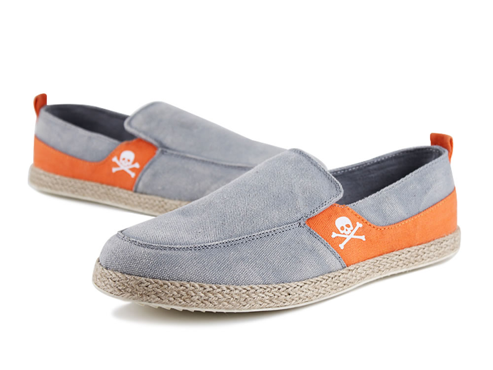 V17 Skull Pattern Gray Slip-on Breathable Canvas Casual Shoes