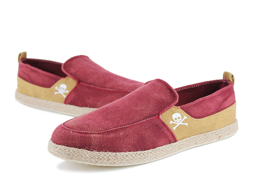 V17 Skull Pattern Red Slip-on Breathable Canvas Casual Shoes